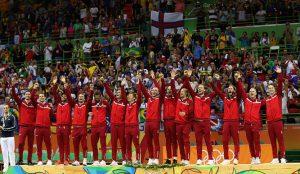 El festejo del equipo danés, que venció en la final a la poderosa Francia por 28 a 26.